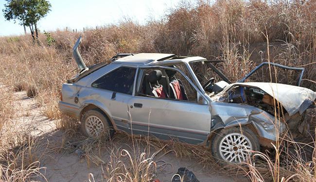 Condutor, que estava sem cinto, foi arremessado para fora do veículo - Foto: Reprodução / Blogbraga