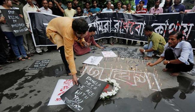 Homenagem aos 28 mortos em ataque terrorista reivindicado pelo Estado Islâmico - Foto: Rupak De Chowdhuri   Reuters