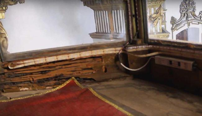 Altar está com cupim e instalações elétricas precárias - Foto: Reprodução | Youtube