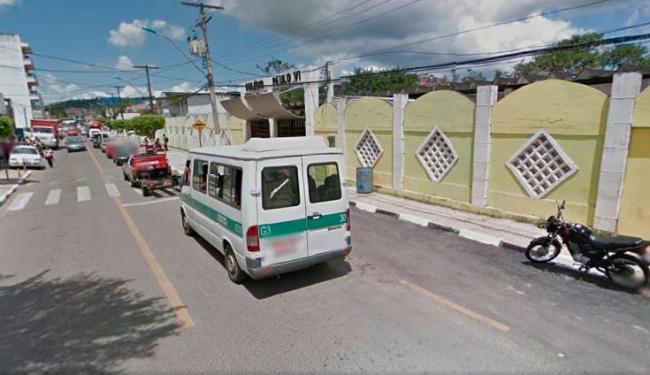 Bomba foi deixada em sala vazia na escola, no centro de Candeias - Foto: Reprodução   Google Maps