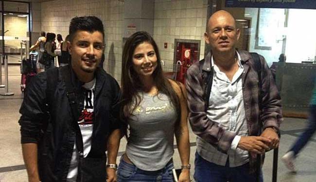 Jogador desembarcou ao lado da mulher e do empresário no Aeroporto de Salvador - Foto: Divulgação   Esporte Clube Vitória