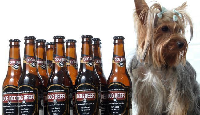 A cerveja para cachorro tem malte e extrato de carne ou frango, mas nada de álcool - Foto: Lúcio Távora   Ag. A TARDE