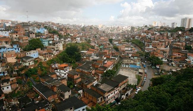 Moradores de Cosme de Farias ainda convivem com toque de recolher imposto pelos traficantes - Foto: Edilson Lima   Ag. A TARDE
