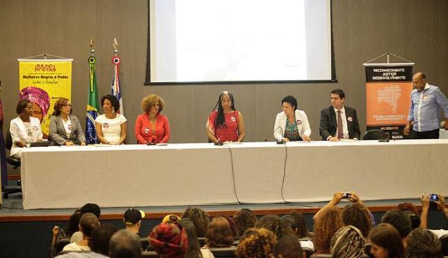 Mesa-redonda foi realizada na Assembleia Legislativa - Foto: Adilton Venegeroles l Ag. A TARDE