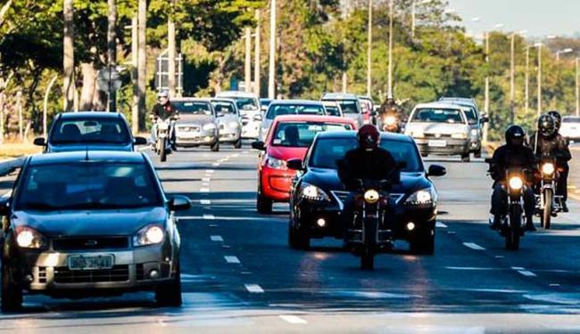 Motorista flagrado com as luzes apagadas será multado em R$ 85,13 e terá quatro pontos na carteira - Foto: José Cruz | Agência Brasil