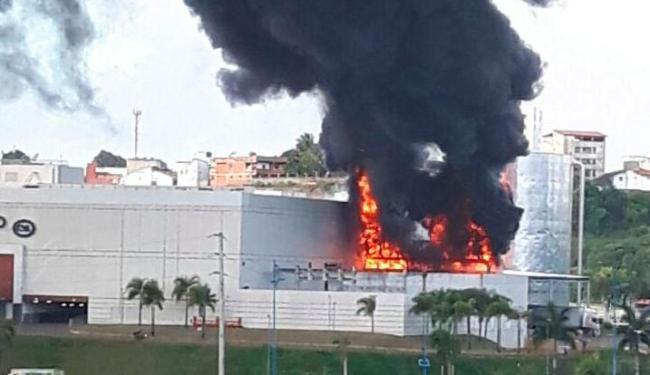Fogo atingiu as instalações do shopping Bela Vista - Foto: Cidadão Repórter | Via WhatsApp