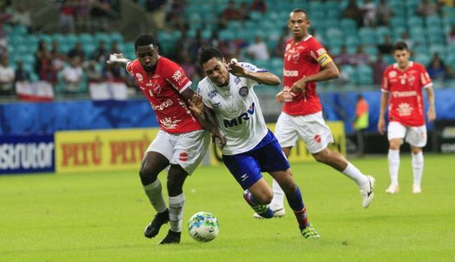 Hernane pouco fez no jogo e saiu contundido no segundo tempo - Foto: Margarida Neide | Ag. A TARDE