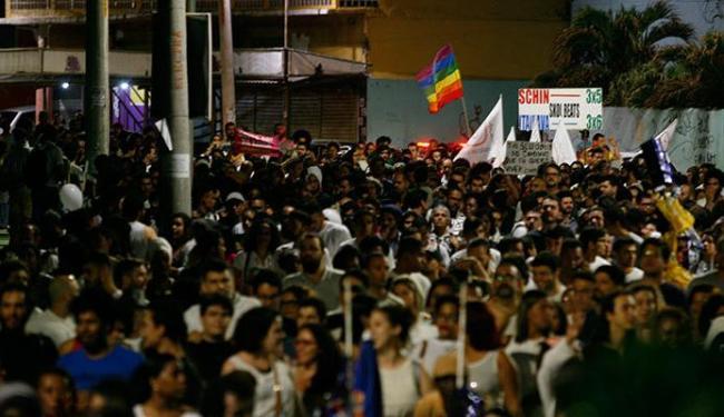 Cerca de 700 pessoas participaram do protesto no Rio Vermelho - Foto: Mila Cordeiro | Ag. A TARDE