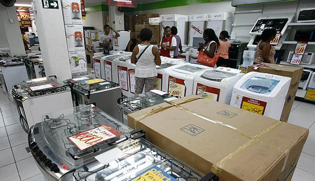 Consumidores entrevistados dão nota média de 8,9 para a importância do tema consumo consciente - Foto: Raul Spinassé   Ag. A TARDE