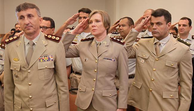 Nova comandante da 12ª CIPM (C) está na corporação há 20 - Foto: Xando Pereira l Ag. A TARDE