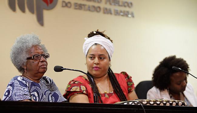 A religiosa Makota Valdina, a escritora Mel Adún e a jornalista Rosane Borges integraram mesa - Foto: Raul Spinassé l Ag. A TARDE