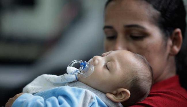 Geilza largou o emprego para se dedicar ao filho Gabriel - Foto: Adilton Venegeroles | Ag. A TARDE