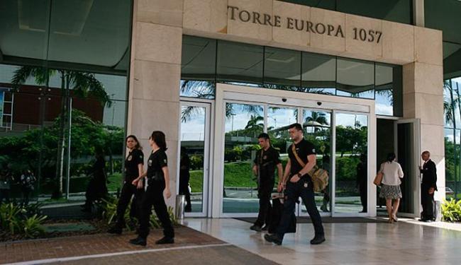 Operação Mato Cerrado, em Salvador, foi no Edifício Torre Europa, na Av. Tancredo Neves - Foto: Edilson Lima l Ag. A TARDE