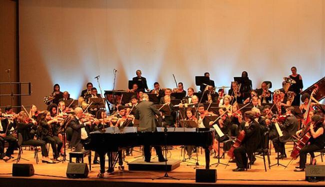Orquestra Sinfônica da Ufba e de 70 alabês durante apresentação no TCA - Foto: Margarida Neide l Ag. A TARDE