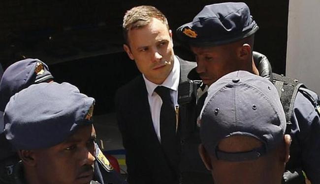 Pistorius, de 29 anos, matou a namorada com quatro tiros de uma pistola 9mm - Foto: Siphiwe Sibeko l Reuters