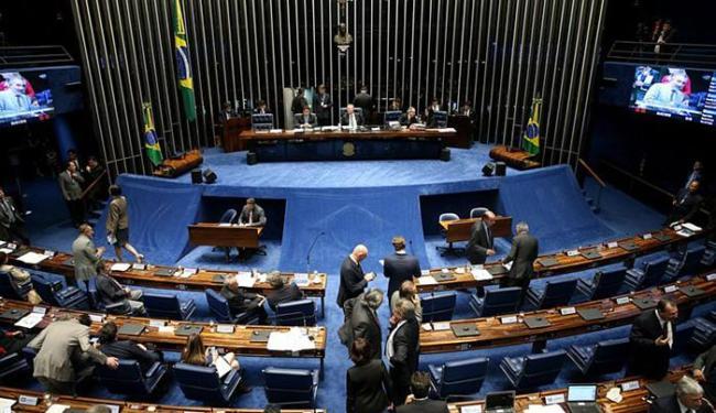Projeto permite que o empregado ofereça como garantia até 10% do saldo - Foto: Wilson Dias l Agência Brasil