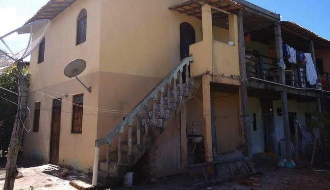 Corpos foram encontrados dentro de casa - Foto: Edilson Lima | Ag. A TARDE