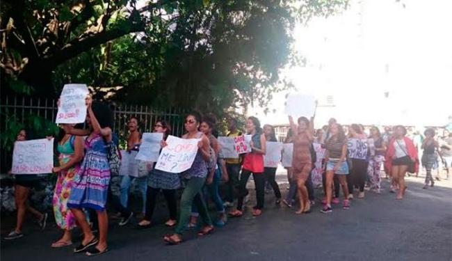 Cerca de 200 alunos participaram da passeata, pedindo melhorias nas instalações - Foto: Ana Paula Santos | Ag. A TARDE