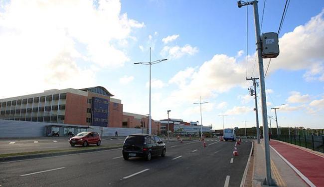 Radar na nova avenida Orlando Gomes flagra quem andar acima de 70 km/h na via - Foto: Adilton Venegeroles l Ag. A TARDE