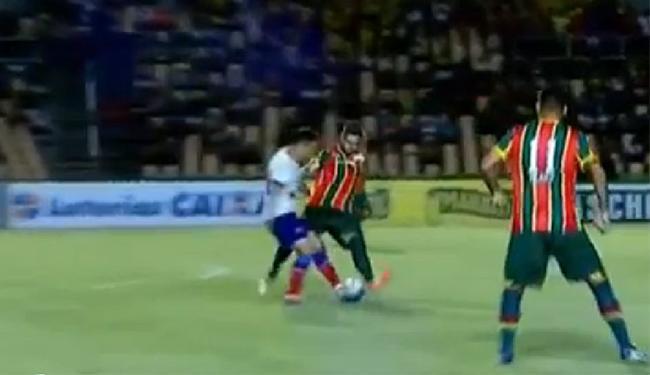 Apesar da linda caneta, Renato Cajá não conseguiu ajudar o tricolor a encerrar incômodo jejum - Foto: Reprodução l YouTube