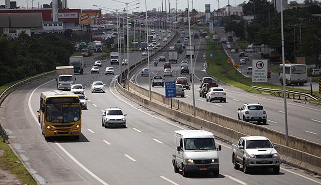 A BR-324 ficou em 3º lugar, com 77 acidentes (12,68%) - Foto: Raul Spinassé lAg. A TARDE