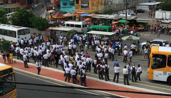 Rodoviários protestaram e fecharam a Av. Suburbana - Foto: Margarida Neide | Ag. A TARDE