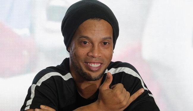 Desde que saiu do Fluminense, Ronaldinho tem feito um giro pelo mundo disputando partidas festivas - Foto: Saul Martinez | Reuters