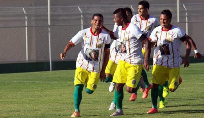 Sassá comemora seu gol, o primeiro da Juazeirense no jogo - Foto: Divulgação l Juazeirense