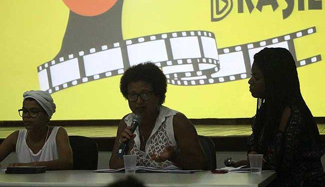 Atriz Tânia Toko durante o primeiro seminário realizado em 2015 - Foto: Reprodução   Facebook