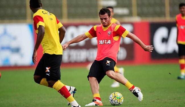 Contra o ex-time, Serginho deve fazer sua primeira partida como titular - Foto: Raul Spinassé / Ag. A TARDE