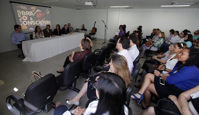Profissionais de saúde lotaram auditório do edifício anexo do HGRS durante a solenidade - Foto: Raul Spinassé l Ag. A TARDE