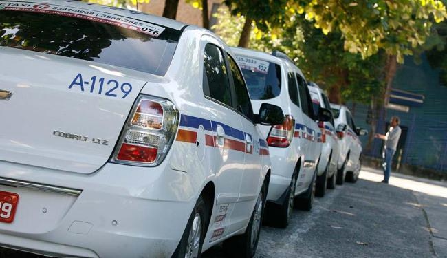Pontos de táxis ficam como segunda opção na cidade - Foto: Mila Cordeiro | Ag. A TARDE