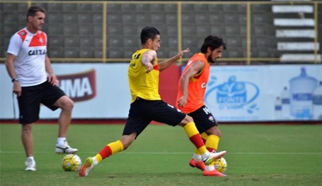 Mancini fez mistério e não confirmou o time que enfrenta a Raposa - Foto: Francisco Galvão l EC Vitória