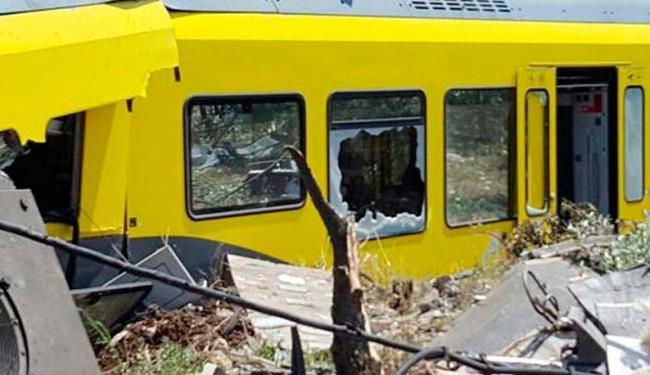 Os trens, cada um com quatro vagões, colidiram perto da cidade de Andria - Foto: Corpo de Bombeiros da Itália | Divulgação