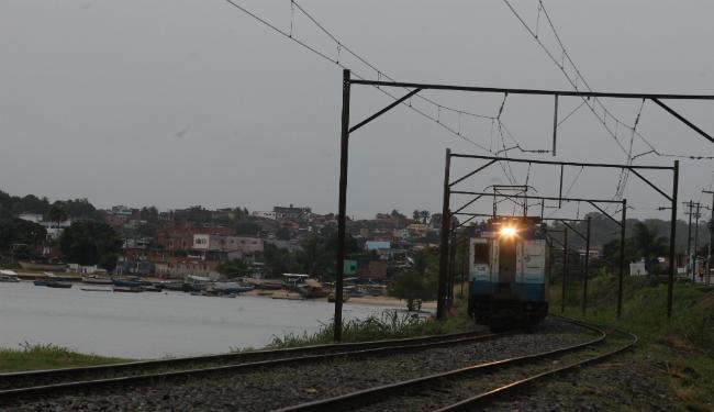Os trens percorrem 13 quilômetros no subúrbio ferroviário de Salvador - Foto: Lúcio Távora | Ag. A TARDE