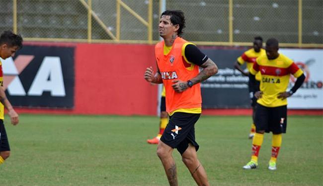 Vítima de tentativa de agressão, o zagueiro até pensou em rescindir contrato com o Leão - Foto: Francisco Galvão l EC Vitória