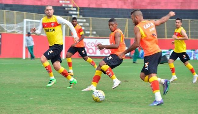 Os jogadores participaram de uma atividade técnica na área externa do campo do Barradão - Foto: Francisco Galvão   E.C.Vitória