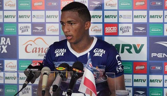 Danilo está insatisfeito no Esquadrão por atuar fora da sua posição de origem - Foto: Reprodução l Twitter