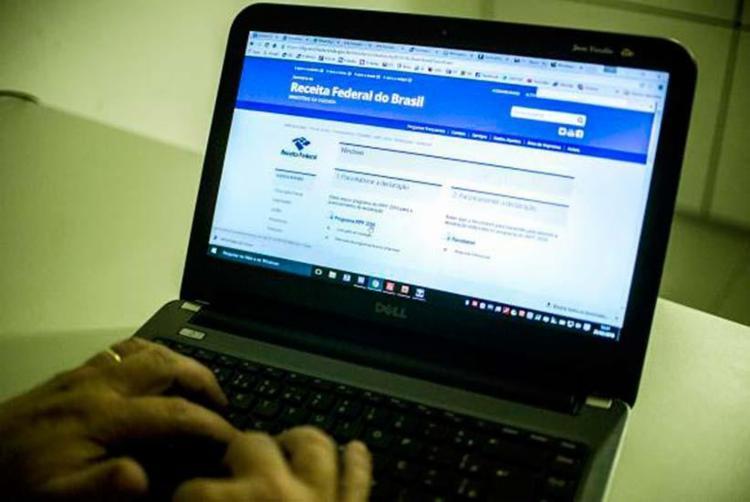 Entrega da declaração deve ser feita até 23h59 desta sexta-feira, 28; contribuinte que perder prazo pode ter de pagar multa - Foto: Marcelo Camargo | Agência Brasil