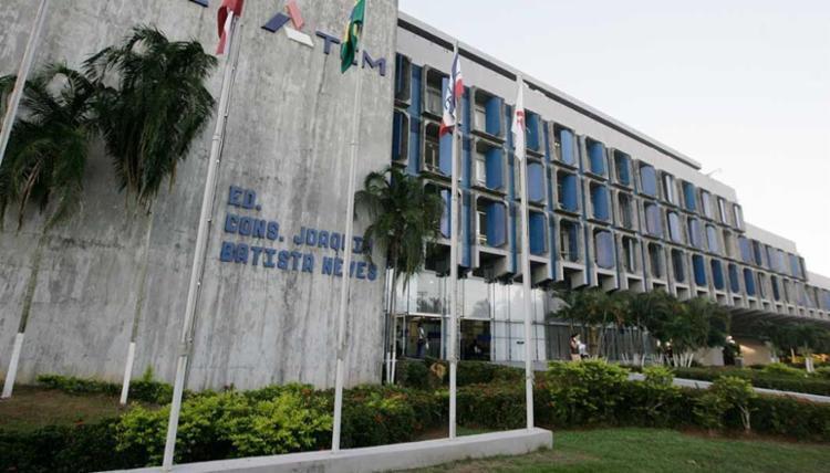 TCM julgou as contas de 146 prefeituras, rejeitando 89 - Foto: Joá Souza   Ag. A TARDE