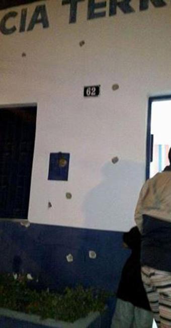 Bando atirou contra delegacia da cidade após explodir terminais de autoatendimento - Foto: Reprodução l Blog do Anderson