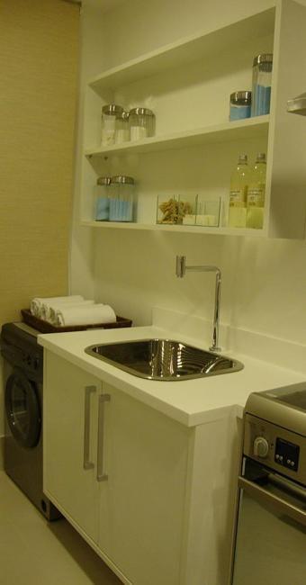 Cláudia Biglia usou armários para organizar a área de serviço - Foto: Cláudia Biglia l Arquivo pessoal