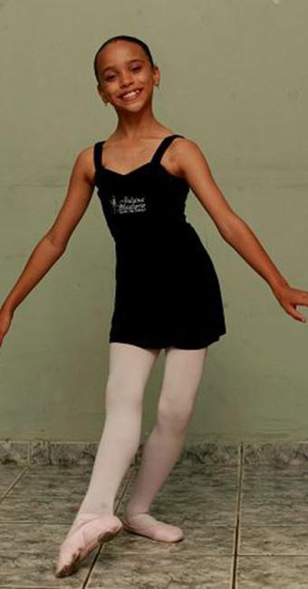 Ilana, de 10 anos, começou a dançar aos 4 - Foto: Xando Pereira l Ag. A TARDE