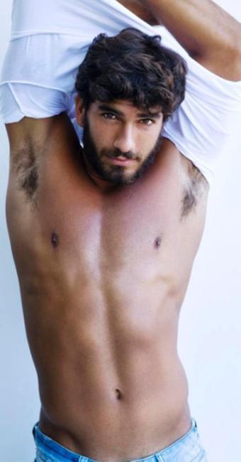 Hugo interpreta um vilão e aparece em cenas quentes - Foto: Reprodução | Instagram