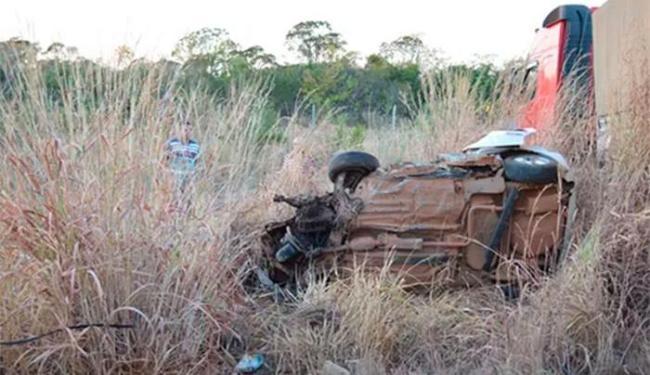Os veículos bateram de frente; a suspeita é que o motorista do Pálio tenha cochilado - Foto: Reprodução | Blog Braga