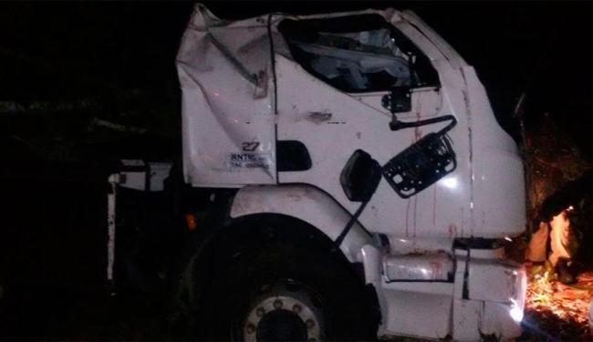 Motorista perdeu controle de caminhão em curva e caiu em ribanceira - Foto: Reprodução | Verdinho de Itabuna