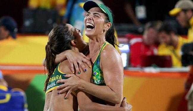 A dupla brasileira derrotou as norte-americanas Walsh e Ross por 2 a 0 - Foto: Adrees Latif l Reuters