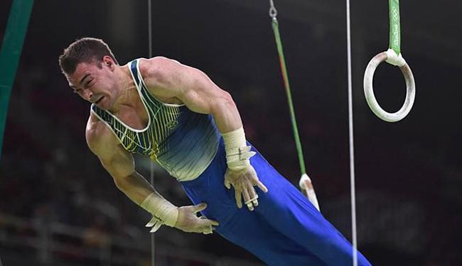 Ginasta brasileiro Arthur Zanetti durante apresentação nas argolas - Foto: Dylan Martinez l Reuters
