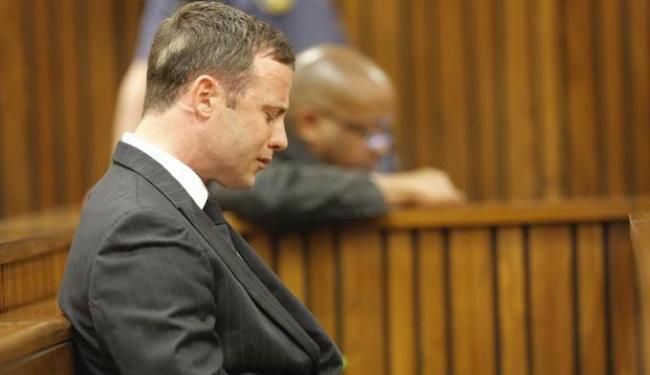 O atleta cumpre seis anos de prisão pelo assassinato a namorada, Reeva Steenkamp, em 2013 - Foto: AP Photo | Kim Ludbrook