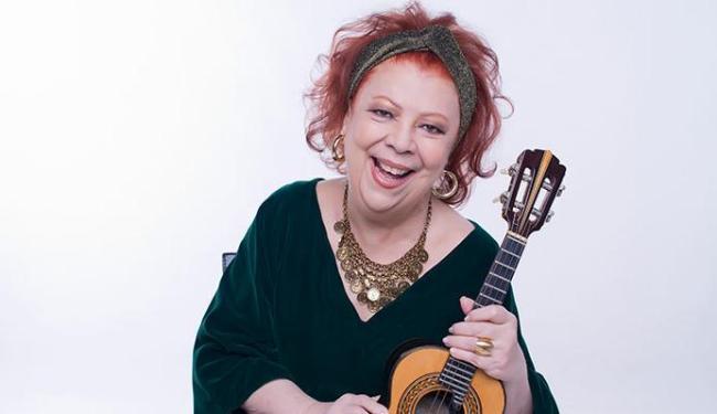 A Madrinha do Samba Beth Carvalho e seu violão - Foto: Washington Possato | Divulgação